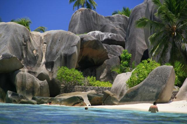 700x466xla_digue_seychelles-700x466.jpg.pagespeed.ic_._qdcets2r1.jpg