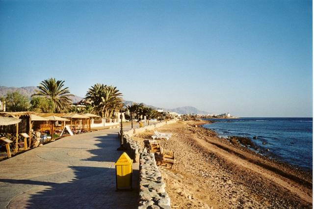 800px-dahab_beach.jpg