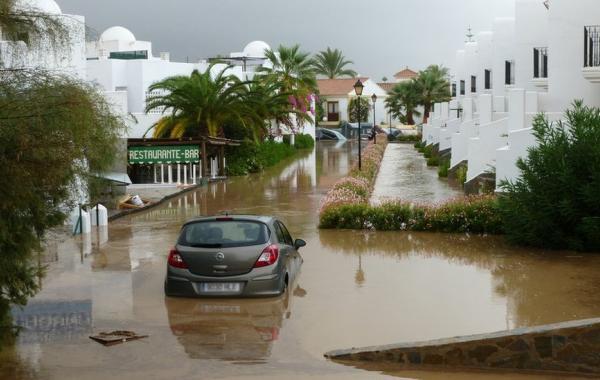 Испанские курорты страдают от дождей