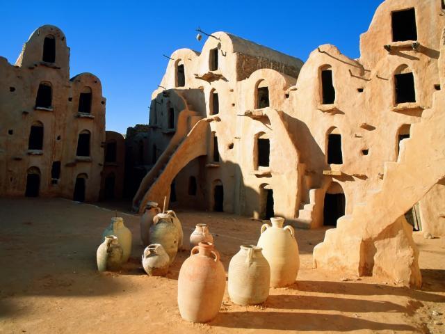 Колоритный пейзаж Туниса