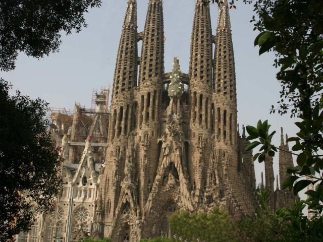 Фантазийная архитектура Гауди в Барселоне