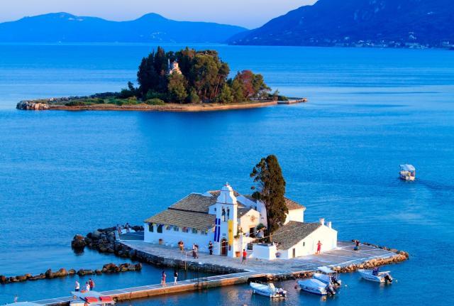 Остров среди винно-темного моря