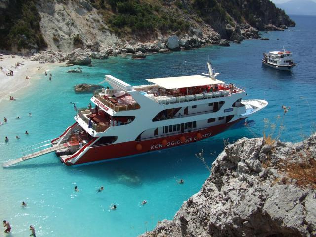 Круизный лайнер в Греции