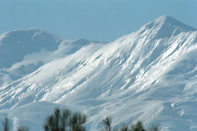Заснеженные склоны грецких гор