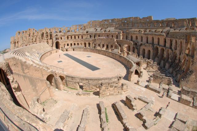 Руины амфитеатра в Тунисе