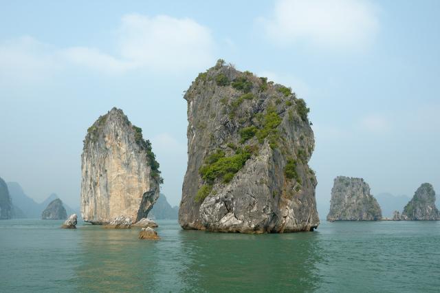 Скалы бухты Халонг