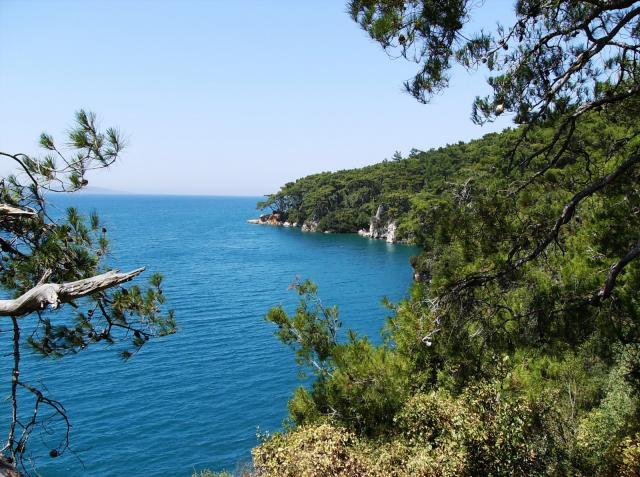 Изумрудный берег лазурного моря