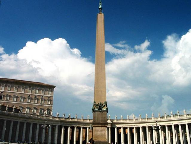 zoom_piazza_san_pietro_obelisk.jpg